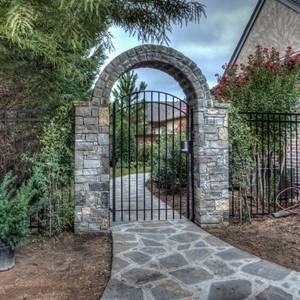 009_Gated entry